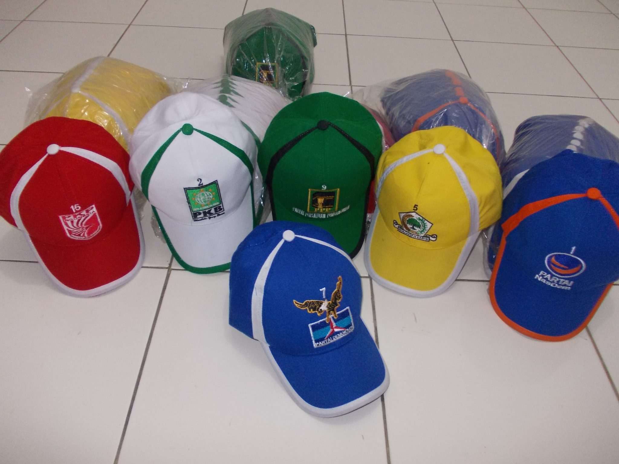 pesan topi custom